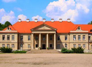 Beautiful castle in Czerniejewo, Schwarzenau