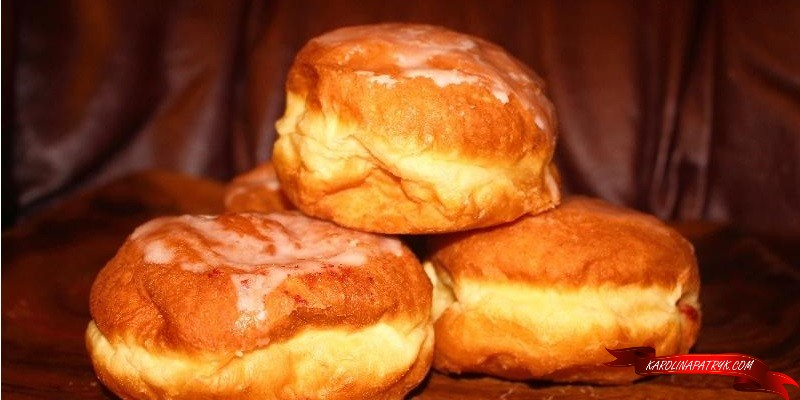 Polish round donuts