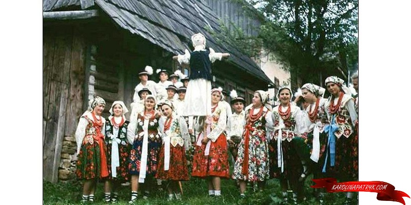 Marzanna with village Polish people