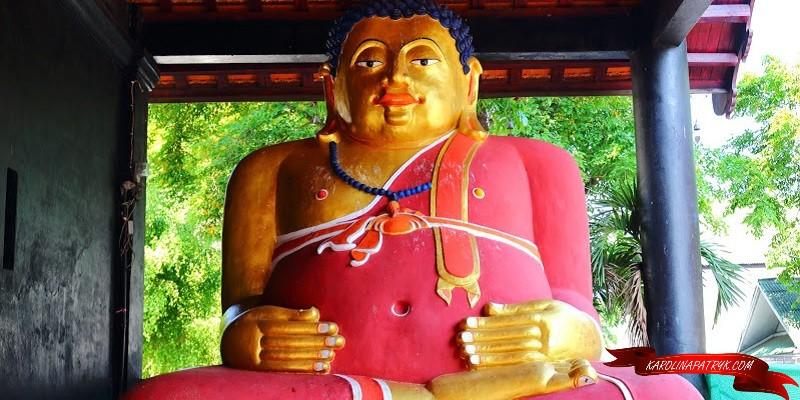 Tan Pra Maha Kajjana monk statue