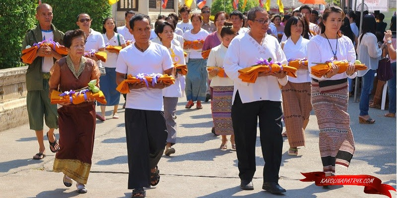 People in Wat Chedi Luang temple