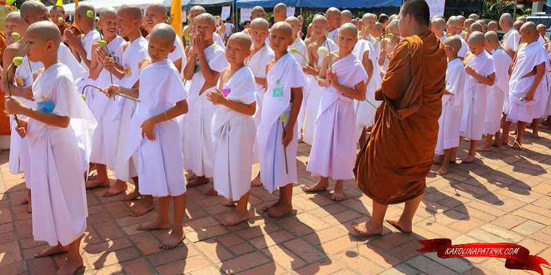 Young monks in Wat Chedi Luang temple