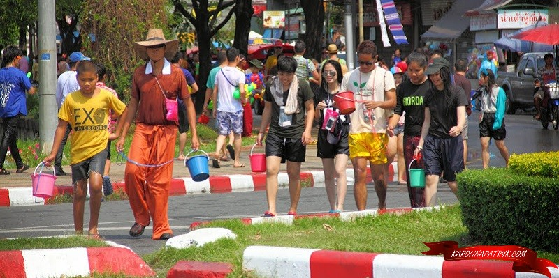 People at Songkran