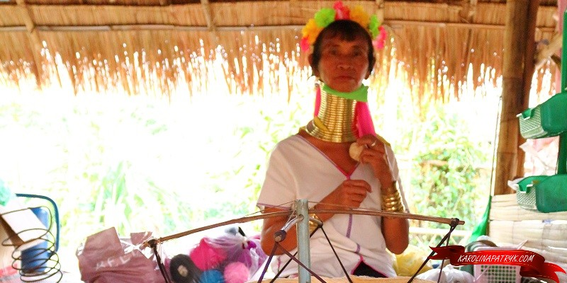 The giraffe long neck woman