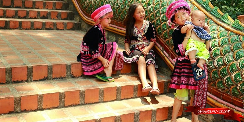 Thai girls in doi suthep temple