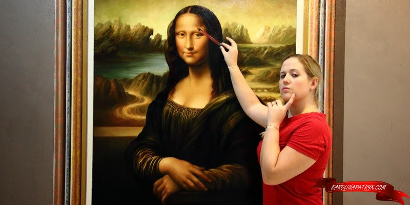 Painting Mona Lisa at Art in Paradise Museum