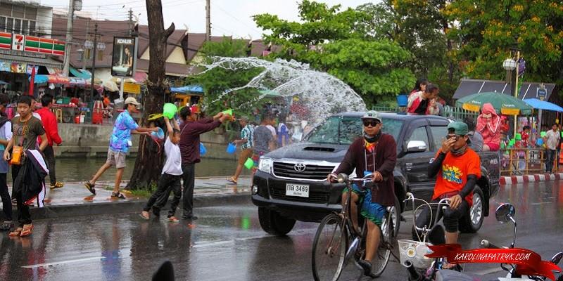 Splashing water at Thai New Year