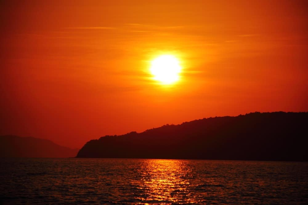 Incredible sunsets can be seen on some of the best photos of Thailand.