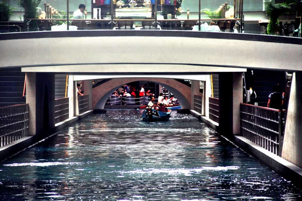 Singapore interesting facts lake inside the shopping mall