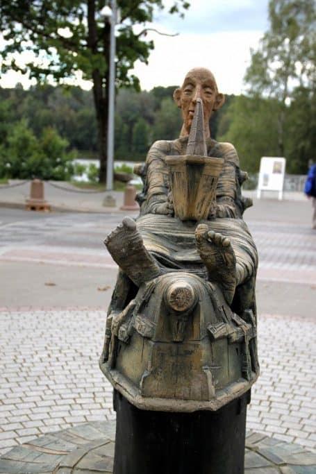 J.ir B. Arcikausku sculpture