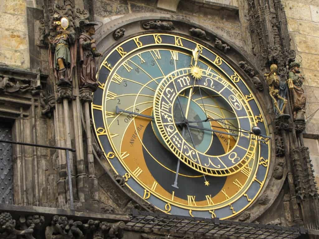 gypsycouple-prague-astronomical-clock
