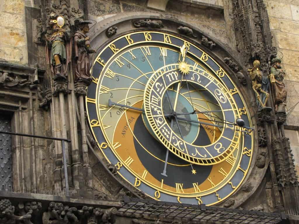 gypsycouple-prague-astronomical-clock