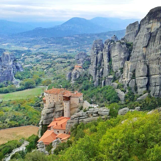 meteora-greece-a-world-to-travel