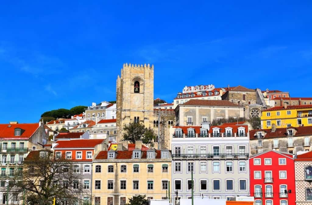 colorful-buildings-lisbon