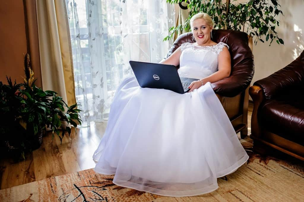 How to make money on your wedding day!
