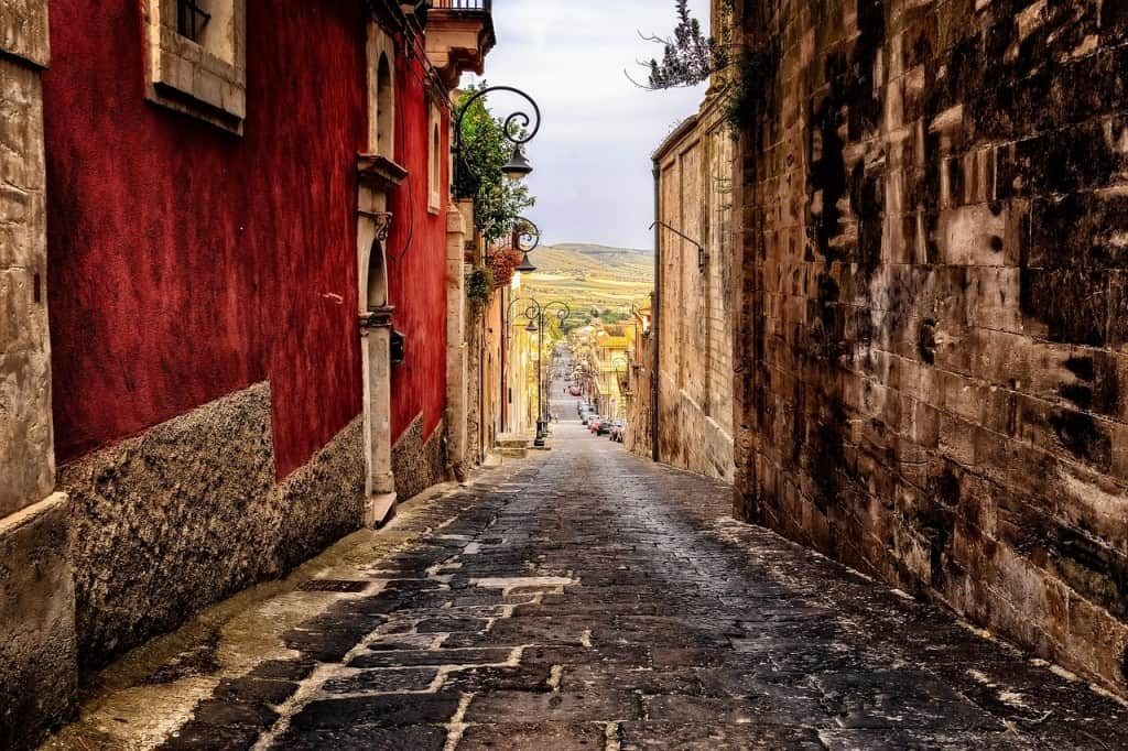 An alleyway of Sicily