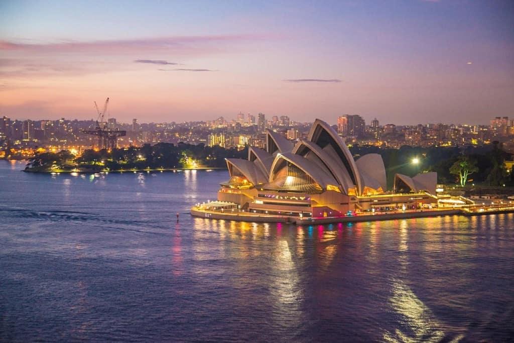 It's good to travel to Australia!