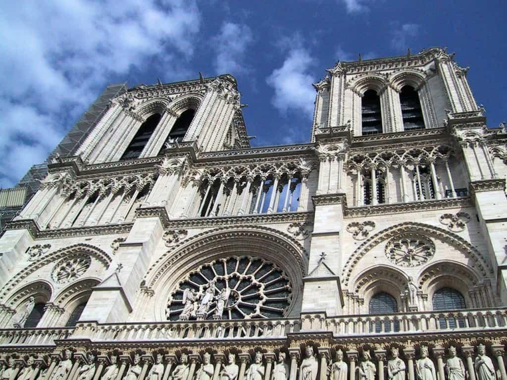 Romantic in Paris Notre-Dame