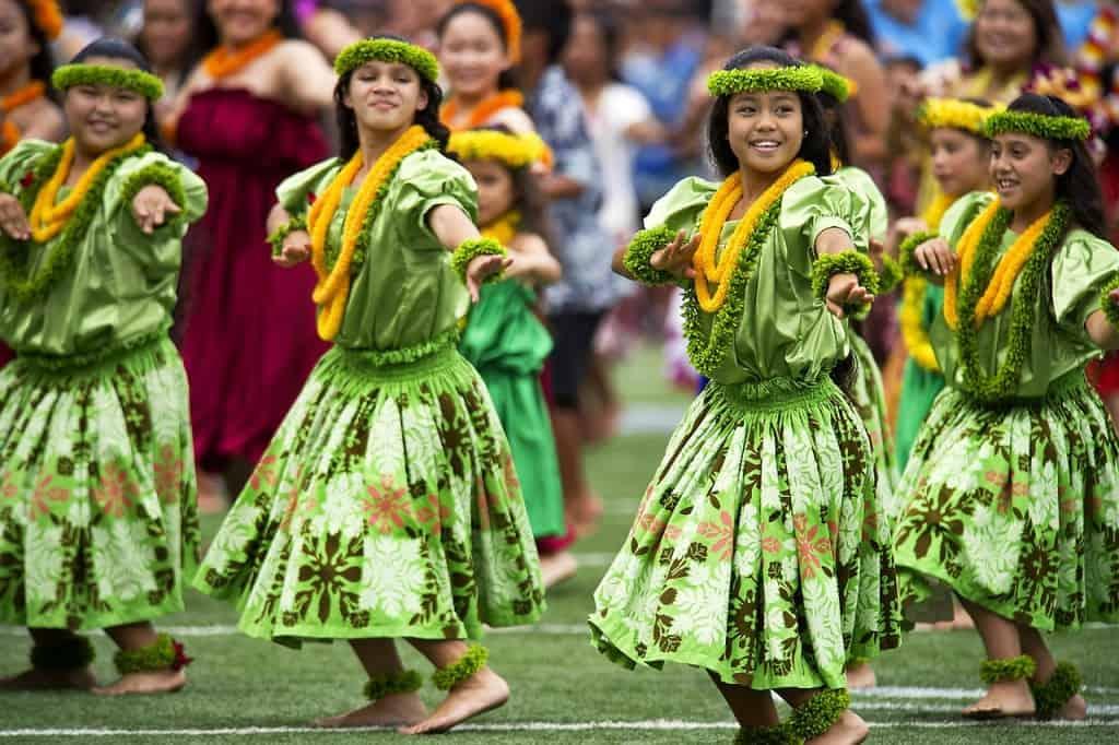 Hula dancing show in Oahu