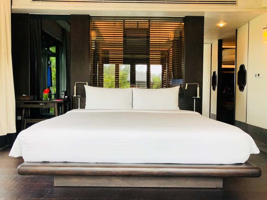 king size bed white bedsheet
