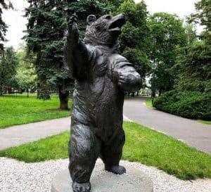 wojtek bear statue poland park jordana